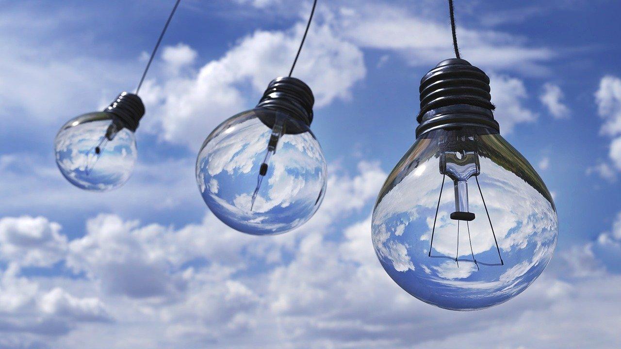 light-bulbs-1407610_1280